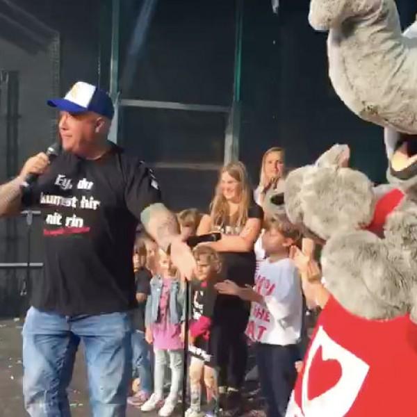 """Auftritt beim Straßenfest """"Längste Deesch"""" auf der Severinstraße Köln"""