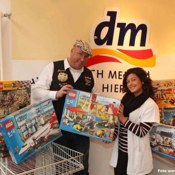 DM Lego Spiezeug Spende für die Kinder